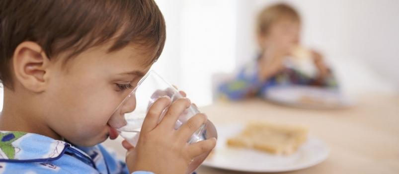 Quanta água devem beber as crianças?